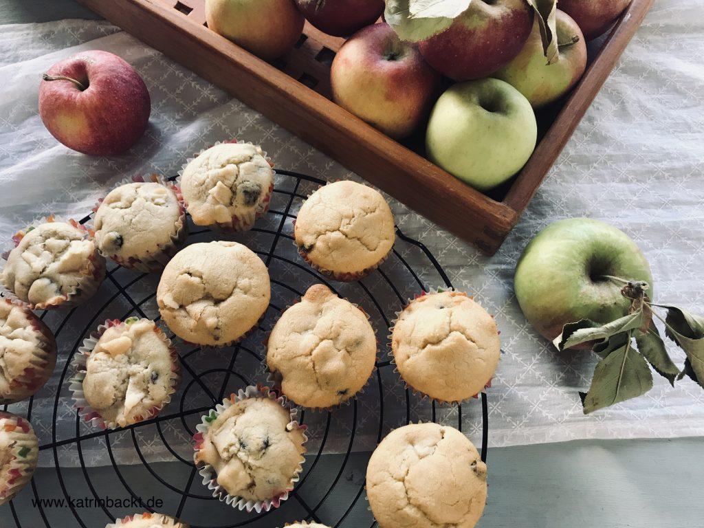Köstlich saftige Apfel-Cranberry-Muffins. Quasi eine kleine Vitaminbombe!